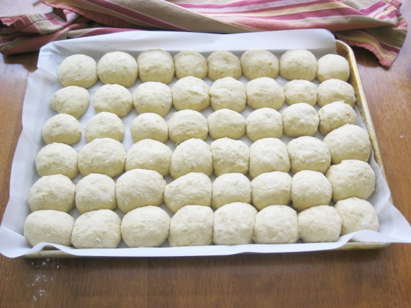 A Handful of Everything: Delectable White, Whole Wheat, and Oat Dinner Rolls