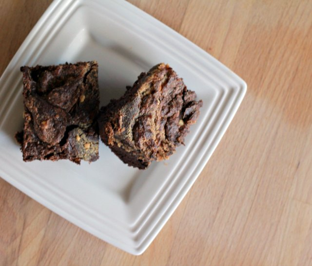 Dark Chocolate Peanut Butter Swirl Black Bean Brownie Recipe #glutenfree #sugarfree
